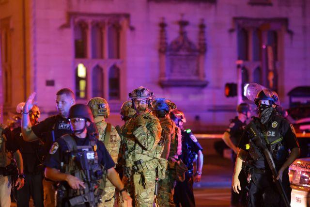 ΗΠΑ: Νέος τραυματισμός αστυνομικού από σφαίρα στη διάρκεια διαδήλωσης | tanea.gr