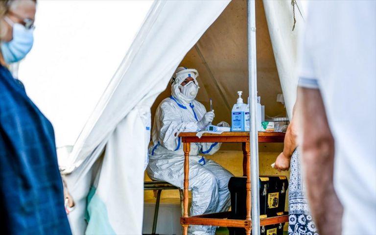 Βόμβα κοροναϊού στη χώρα: 453 κρούσματα - τα 184 σε ΚΥΤ στη Λέσβο | tanea.gr