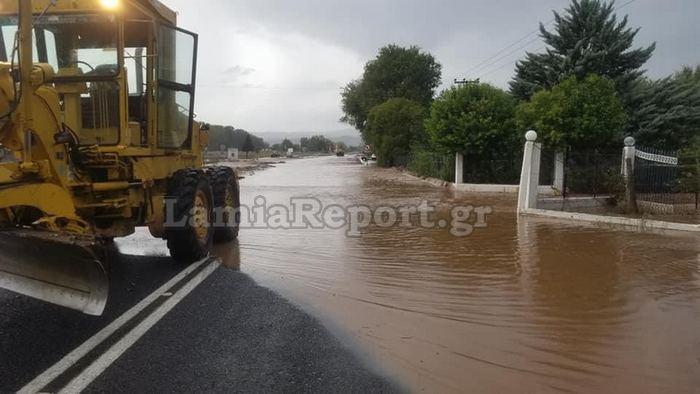 Τρομάζουν οι καταστροφές στη Λαμία   tanea.gr