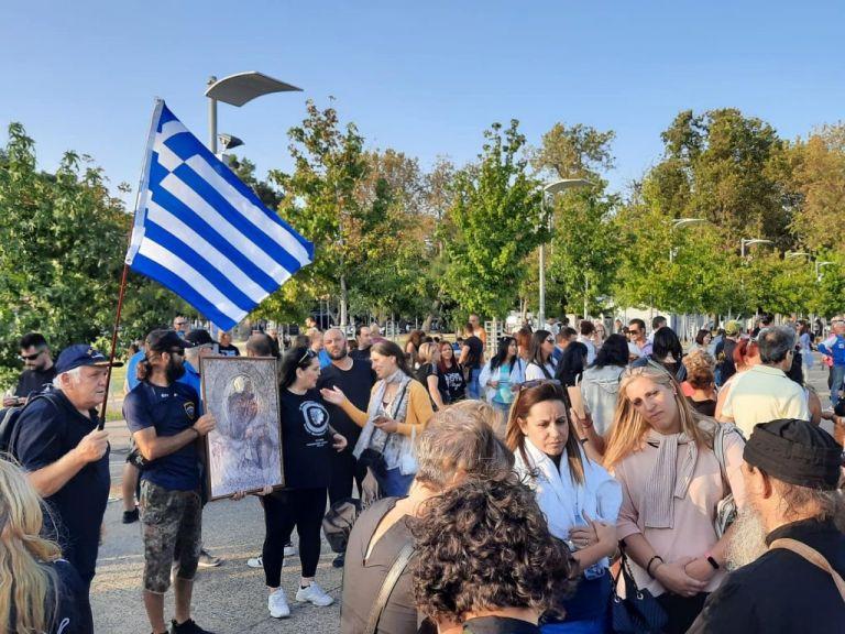Θεσσαλονίκη : Με εικόνες και ελληνικές σημαίες η νέα συγκέντρωση συνωμοσιολόγων | tanea.gr