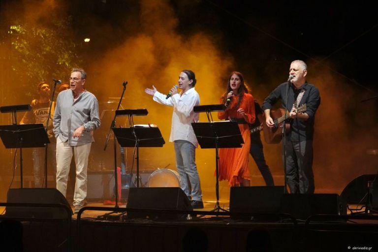 Λαυρέντης Μαχαιρίτσας: Συγκινητικές στιγμές στη συναυλία στο Μέγαρο | tanea.gr