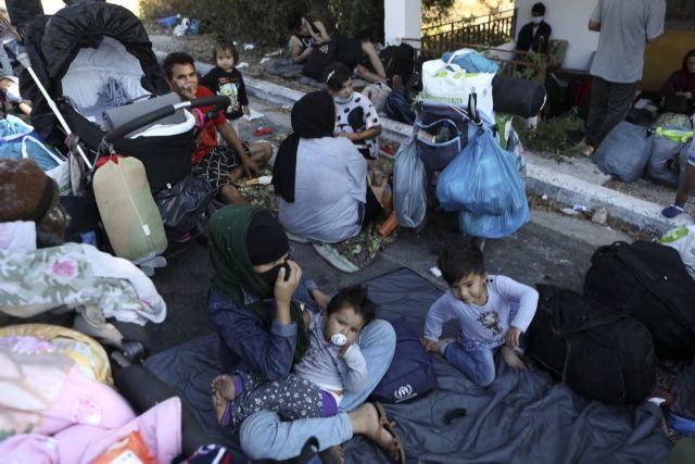 Λέσβος: Αστυνομικίνες από τη ΓΑΔΑ θα συνδράμουν στην εγκατάσταση των προσφύγων στον Καρά Τεπέ | tanea.gr