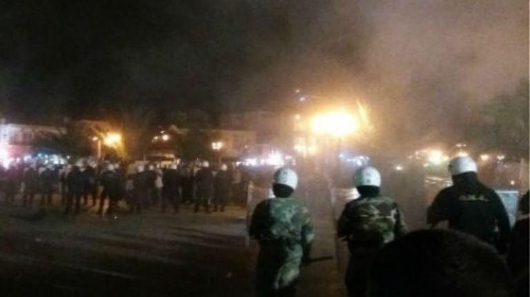 Ορεστιάδα: Άγριες συμπλοκές νεαρών με άντρες των ΜΑΤ – Μαχαιρώθηκε αστυνομικός | tanea.gr
