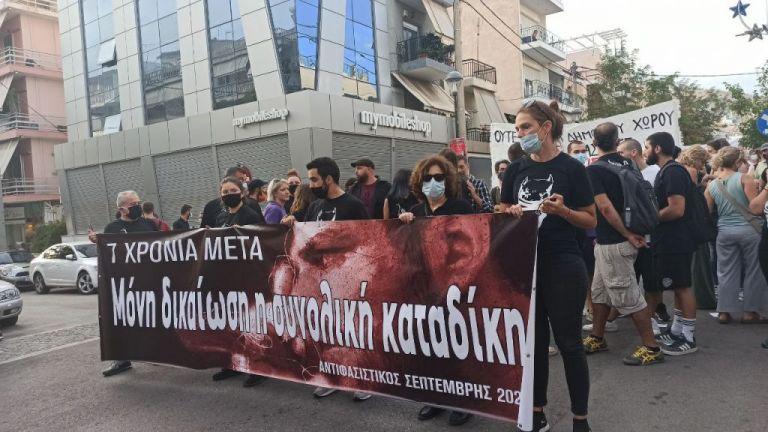 Δολοφονία Φύσσα: Πλήθος κόσμου στην αντιφασιστική πορεία στο Κερατσίνι   tanea.gr