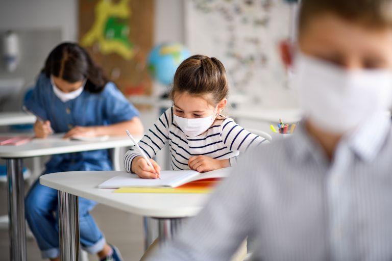 Σύψας στο MEGA: Μάσκες στα σχολεία για όλο το έτος - Τι θα γίνει σε περίπτωση κρούσματος | tanea.gr