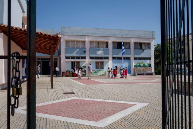 Ιανός και κοροναϊός «πλήττουν» τα σχολεία της χώρας   tanea.gr