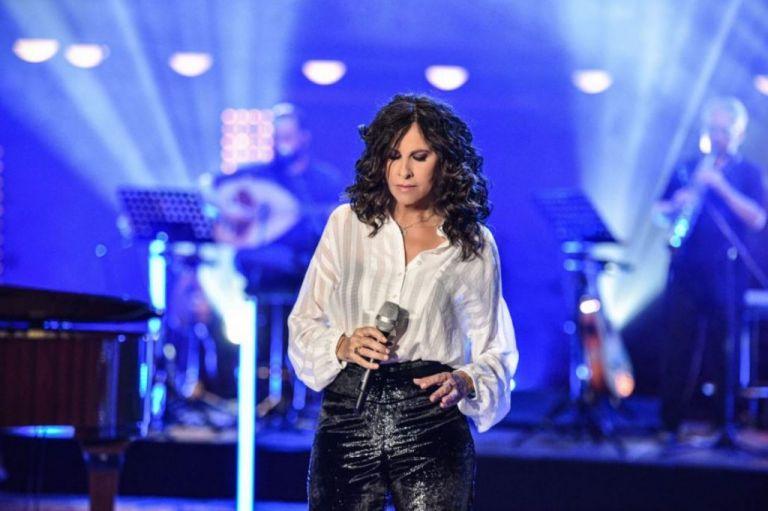 Σπίτι με το Mega : Ξεκίνησε η μεγάλη συναυλία της Ελευθερίας Αρβανιτάκη – Δείτε Live   tanea.gr