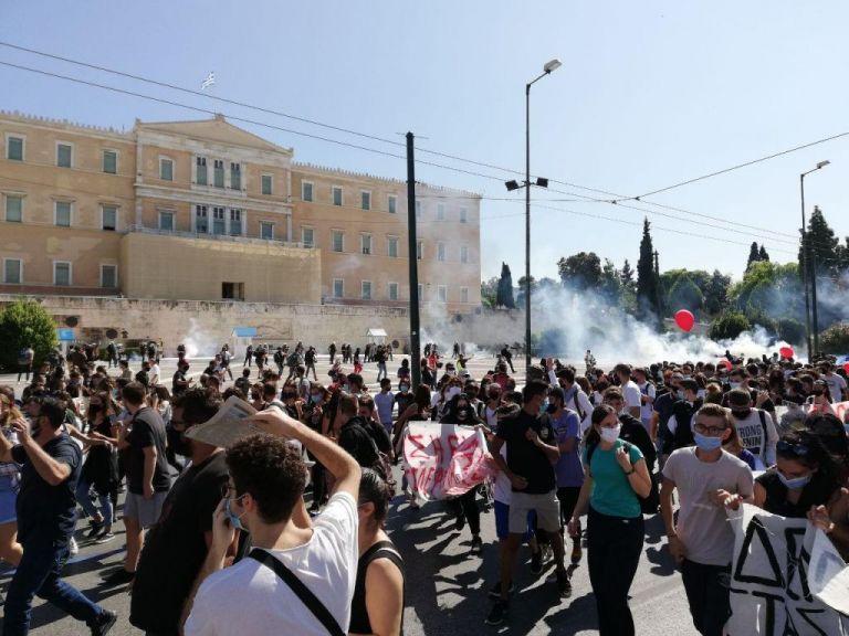 Καταλήψεις: Η κυβέρνηση κατηγορεί την αντιπολίτευση για τις καταλήψεις   tanea.gr