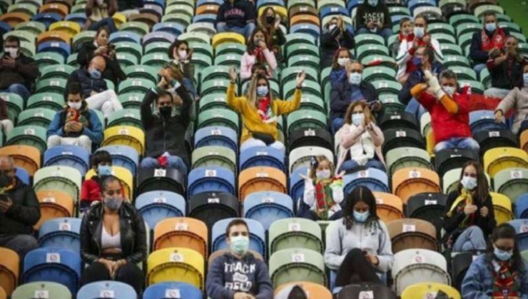 Με κόσμο στις εξέδρες το Πόρτο-Ολυμπιακός   tanea.gr