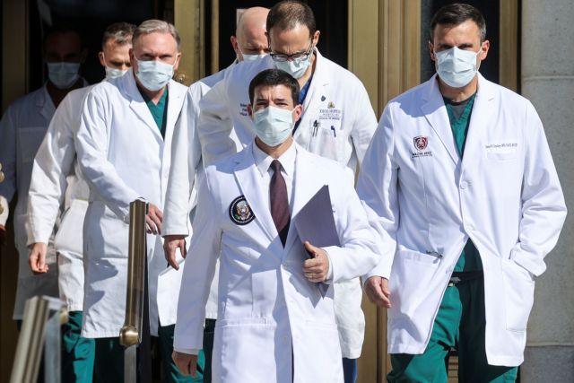 Γιατροί Τραμπ: Δεν έχει αναρρώσει πλήρως – Θα συνεχίσει τη θεραπεία | tanea.gr
