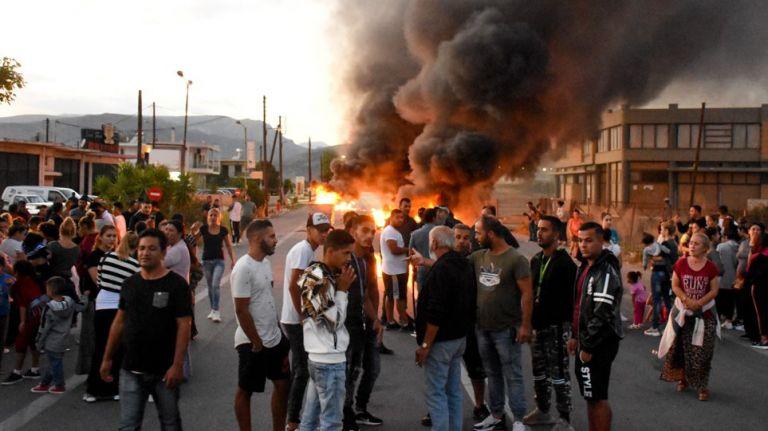 Σοβαρά επεισόδια σε πολλές περιοχές για τη δολοφονία του 18χρονου Ρομά | tanea.gr