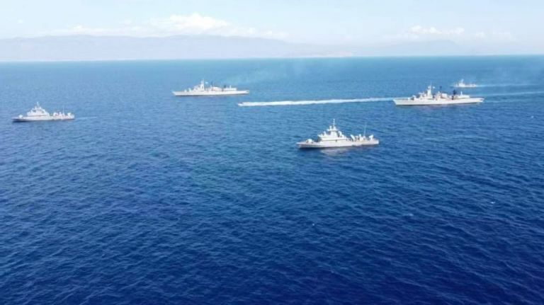 Oruc Reis : Πλωτό «τείχος» από το Πολεμικό Ναυτικό μια ανάσα από το Καστελλόριζο | tanea.gr