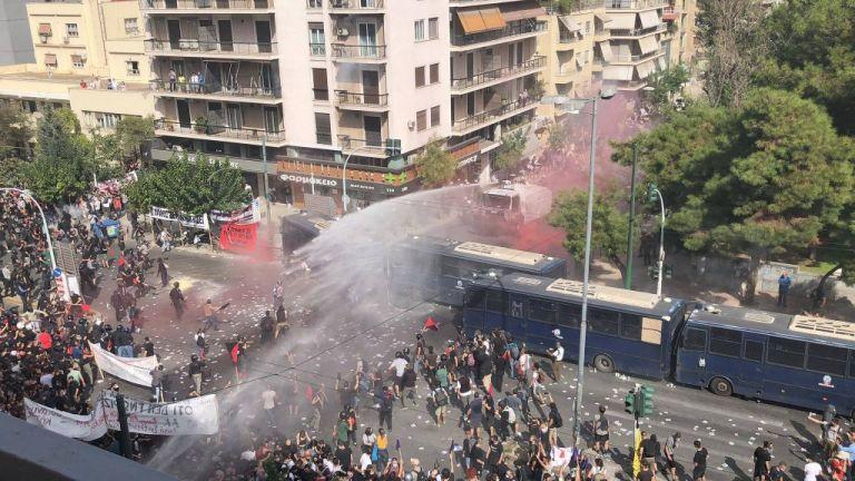 Δίκη Χρυσής Αυγής: Νέες φωτογραφίες από τα επεισόδια έξω από το Εφετείο | tanea.gr