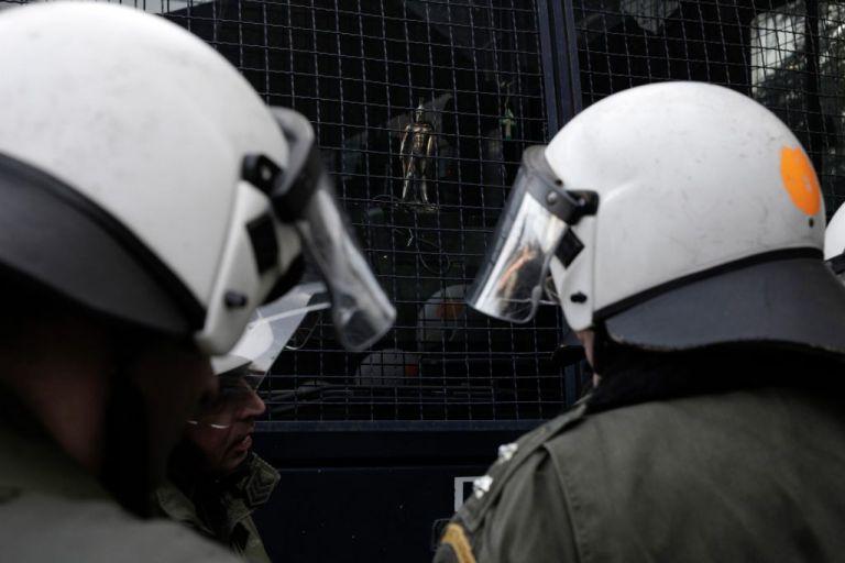 Δίκη Χρυσής Αυγής: Θετικός στον κοροναϊό αστυνομικός που ήταν στο Εφετείο | tanea.gr