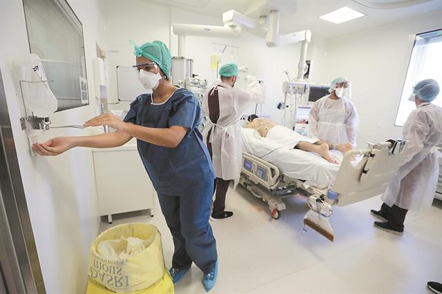 Κοροναϊός : Τρομάζει η αύξηση των θανάτων και των κρουσμάτων την τελευταία εβδομάδα | tanea.gr