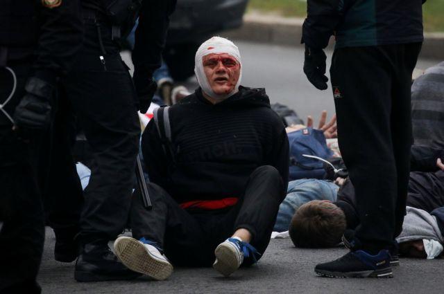 Λευκορωσία: Βίαιες συλλήψεις, κρότου – λάμψης και νερό σε διαδηλωτές   tanea.gr