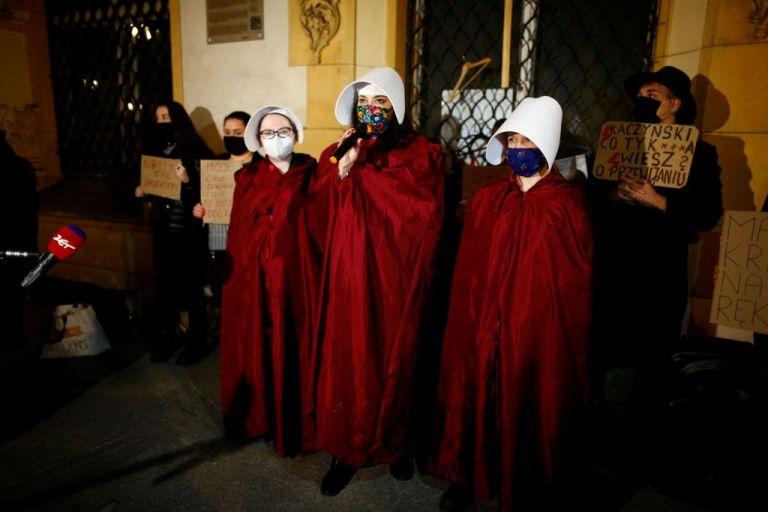 Πολωνία : «Αντισυνταγματικές» οι αμβλώσεις ακόμη και για έμβρυα με γενετικές ανωμαλίες | tanea.gr