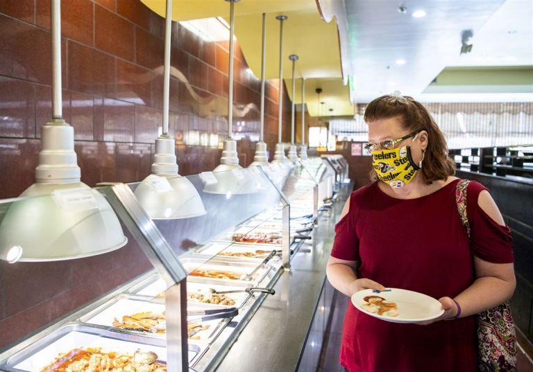 Μόνο όταν τρώμε θα βγάζουμε τη μάσκα - Νέες αλλαγές στον χάρτη υγειονομικής ασφάλειας | tanea.gr