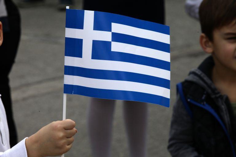 28η Οκτωβρίου : Χωρίς παρελάσεις, με καταθέσεις στεφάνων και σημαιοστολισμού | tanea.gr
