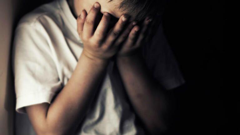Θεσσαλονίκη : Βασάνιζαν 5χρονο αγοράκι – Έσβηναν τσιγάρα πάνω του και χτυπούσαν το κεφάλι του στον τοίχο   tanea.gr
