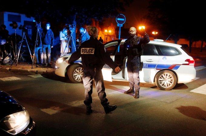 Παρίσι : Σοκ από τη νέα ισλαμική τρομοκρατική επίθεση – Θύμα καθηγητής που δίδασκε για την ελευθερία της έκφρασης | tanea.gr