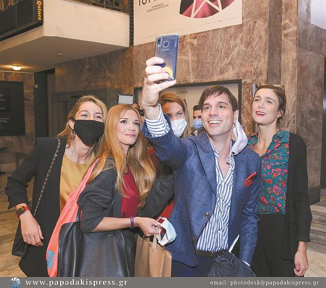 Το McQueen παλτό, η Hermes, τα βραβεία «Μερκούρη»   tanea.gr