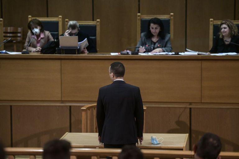 Δίκη Χρυσής Αυγής: Αναστολές και βραχιολάκια ζητάει το διευθυντήριο | tanea.gr