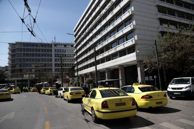 Κοροναϊός: Πόσα άτομα θα επιτρέπονται από Δευτέρα σε ταξί και ΙΧ   tanea.gr