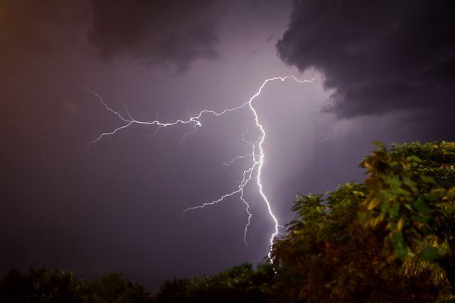Καιρός : Βροχές, καταιγίδες και πτώση της θερμοκρασίας | tanea.gr
