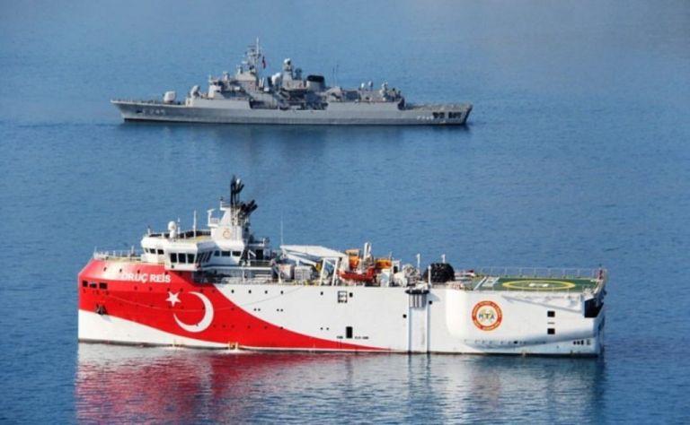 Oruc Reis: Με κλειστούς πομπούς πλέει προς το Καστελλόριζο - Πήρε θέση ο Στόλος   tanea.gr