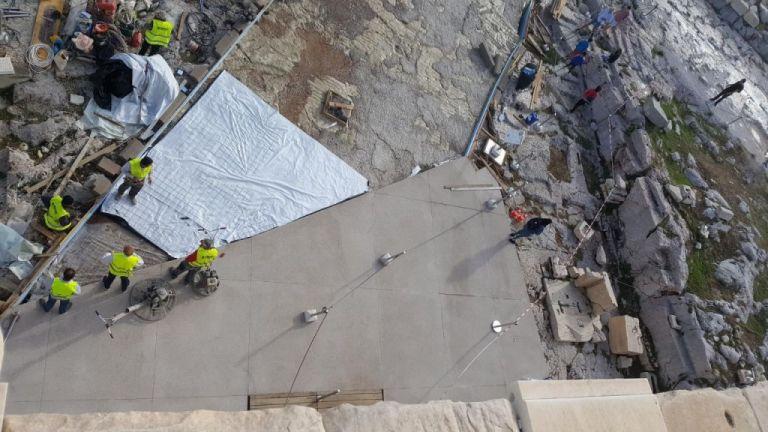 Αντιδράσεις προκαλούν οι νέοι διάδρομοι στην Ακρόπολη – Tι απαντά το υπουργείο Πολιτισμού | tanea.gr