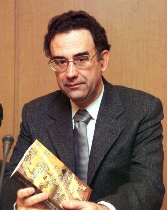 Ο πολιτικός κόσμος αποχαιρετά τον δημοσιογράφο Γιώργο Δελαστίκ | tanea.gr