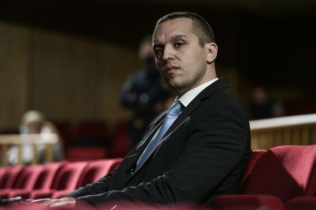 Παραδόθηκε στο αστυνομικό τμήμα ο Ηλίας Κασιδιάρης | tanea.gr