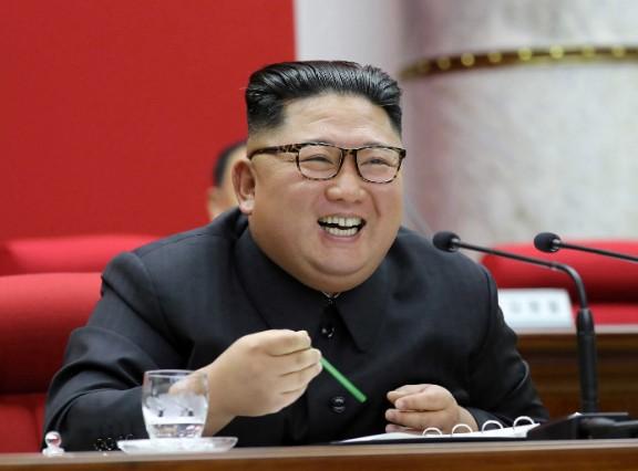 Κιμ Γιονγκ Ουν : Επέβαλε στους λιμοκτονούντες Βορειοκορεάτες φόρο... «πίστης στο καθεστώς»   tanea.gr