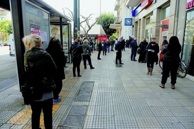Κοροναϊός : Στο κόκκινο Αττική και Θεσσαλονίκη - Πόσο κοντά είμαστε σε απαγόρευση κυκλοφορίας   tanea.gr