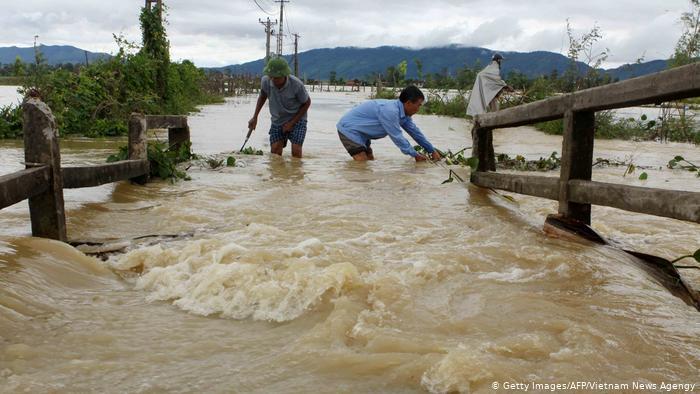 Βιετνάμ-Καμπότζη: Σχεδόν 40 νεκροί, πολλοί αγνοούμενοι από πλημμύρες | tanea.gr