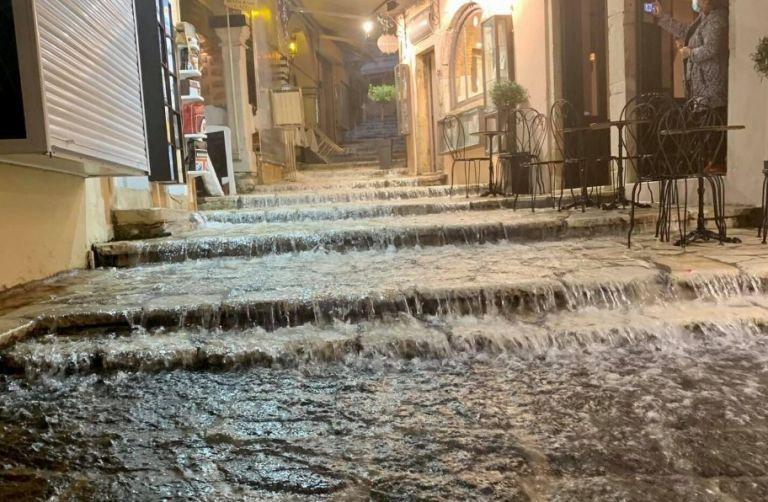 Αρναούτογλου: Σε 12 ώρες έβρεξε στην Κέρκυρα όσο στην Αττική σε ένα τρίμηνο   tanea.gr