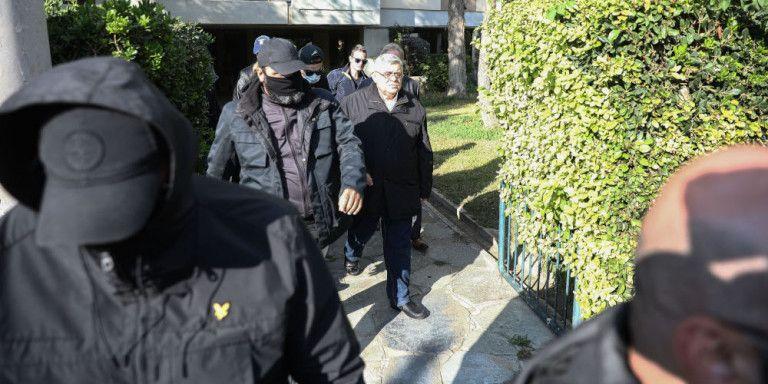Δίκη Χρυσής Αυγής : Προκλητικό σόου της οικογένειας Μιχαλολιάκου – Πότε θα πάνε φυλακή | tanea.gr