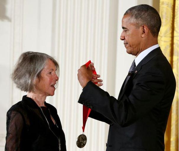 Νόμπελ Λογοτεχνίας 2020: Νικήτρια η Αμερικανίδα ποιήτρια Λουίζ Γκλουκ | tanea.gr