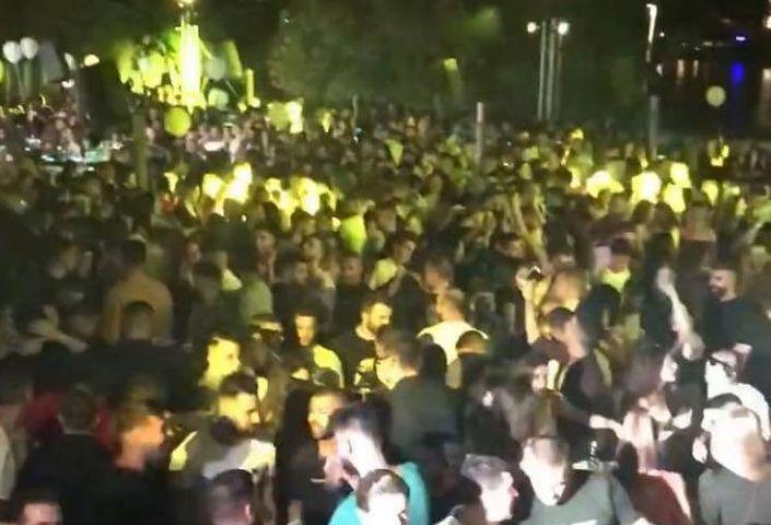 Κοροναϊός: Aπίστευτος συνωστισμός σε πάρτι στην Αττική – Ο ένας πάνω στον άλλον | tanea.gr