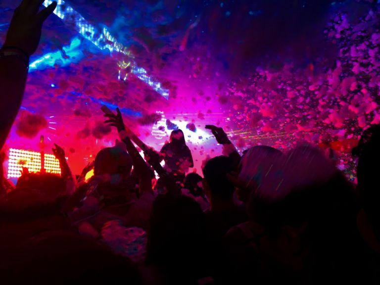 Αμετανόητοι οι Θεσσαλονικείς: Κρυφά πάρτι σε υπόγεια και ταράτσες | tanea.gr