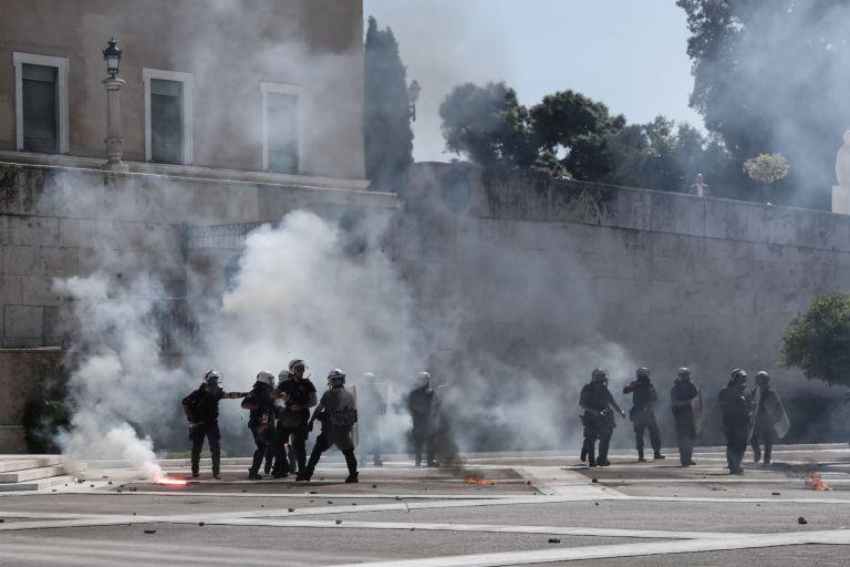 Μαθητική πορεία: Συνελήφθησαν 17χρονος και 20χρονος για τα επεισόδια στο Σύνταγμα | tanea.gr