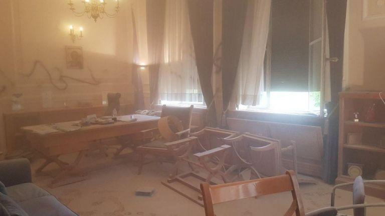 ΟΠΑ για την επίθεση στον πρύτανη : Αντιδημοκρατικές ενέργειες δεν έχουν θέση στο δημόσιο Πανεπιστήμιο   tanea.gr