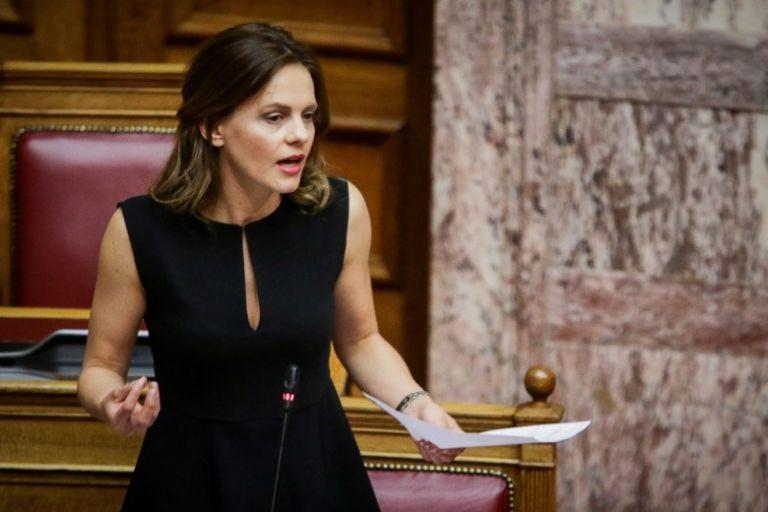 Αχτσιόγλου : Στα όρια το σύστημα υγείας με ευθύνη της κυβέρνησης | tanea.gr
