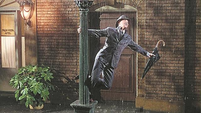Dancing in the rain... | tanea.gr