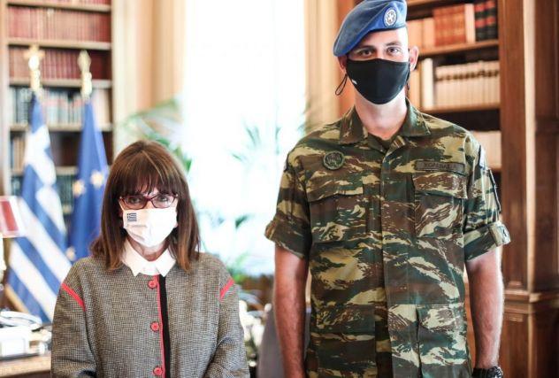 Το «καλός πολίτης» της ΠτΔ στον ομογενή Α. Χολέβα που υπηρέτησε στην Προεδρική φρουρά   tanea.gr