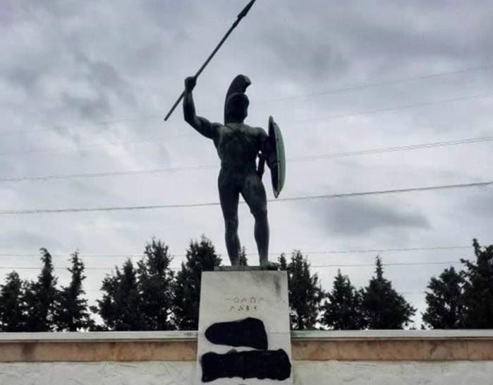 Θερμοπύλες: Άγνωστοι βεβήλωσαν το μνημείο του Λεωνίδα | tanea.gr