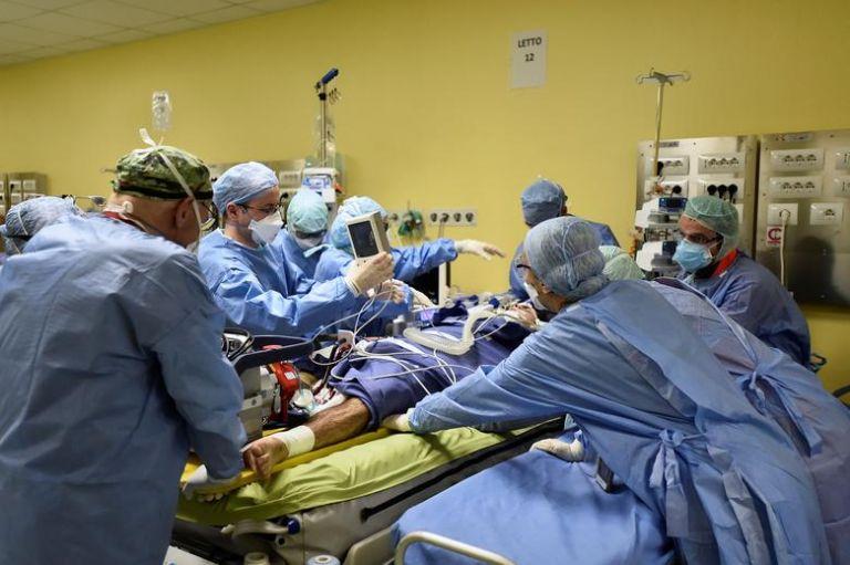 Ιταλία: Κραυγή αγωνίας από τους γιατρούς – Σε οριακή κατάσταση οι ΜΕΘ των νοσοκομείων | tanea.gr