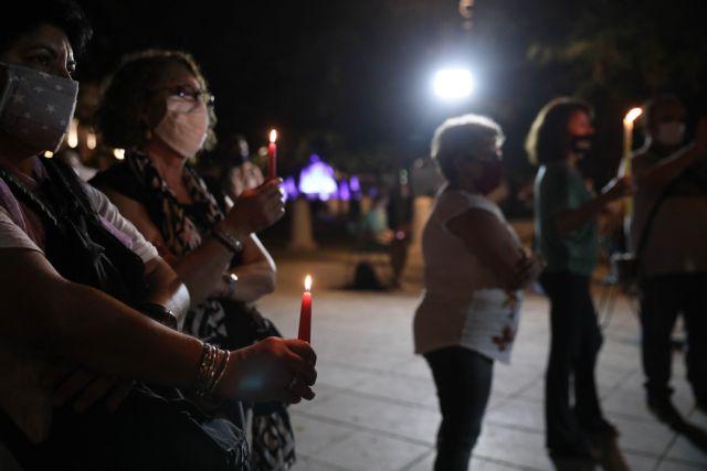Χρυσή Αυγή: Με κεριά στο Σύνταγμα για τα θύματα εν όψει της δικαστικής απόφασης   tanea.gr