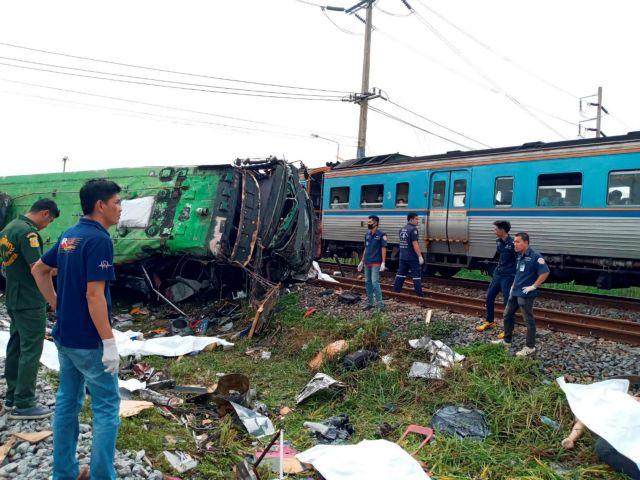 Ταϊλάνδη : 17 νεκροί από φοβερή σύγκρουση λεωφορείου με τρένο | tanea.gr